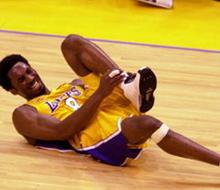 basketball player injured knee